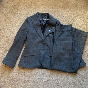 H&M Women's Blazer & Pants Suit Size 8